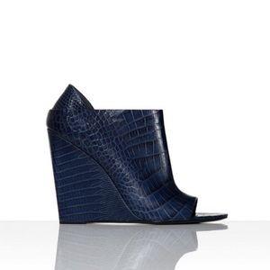 ✨ALEXANDER WANG✨Midnight Blue Croc Sandals